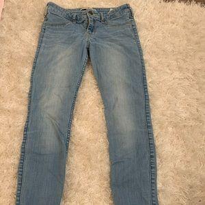 Hollister 3S light wash skinny jeans